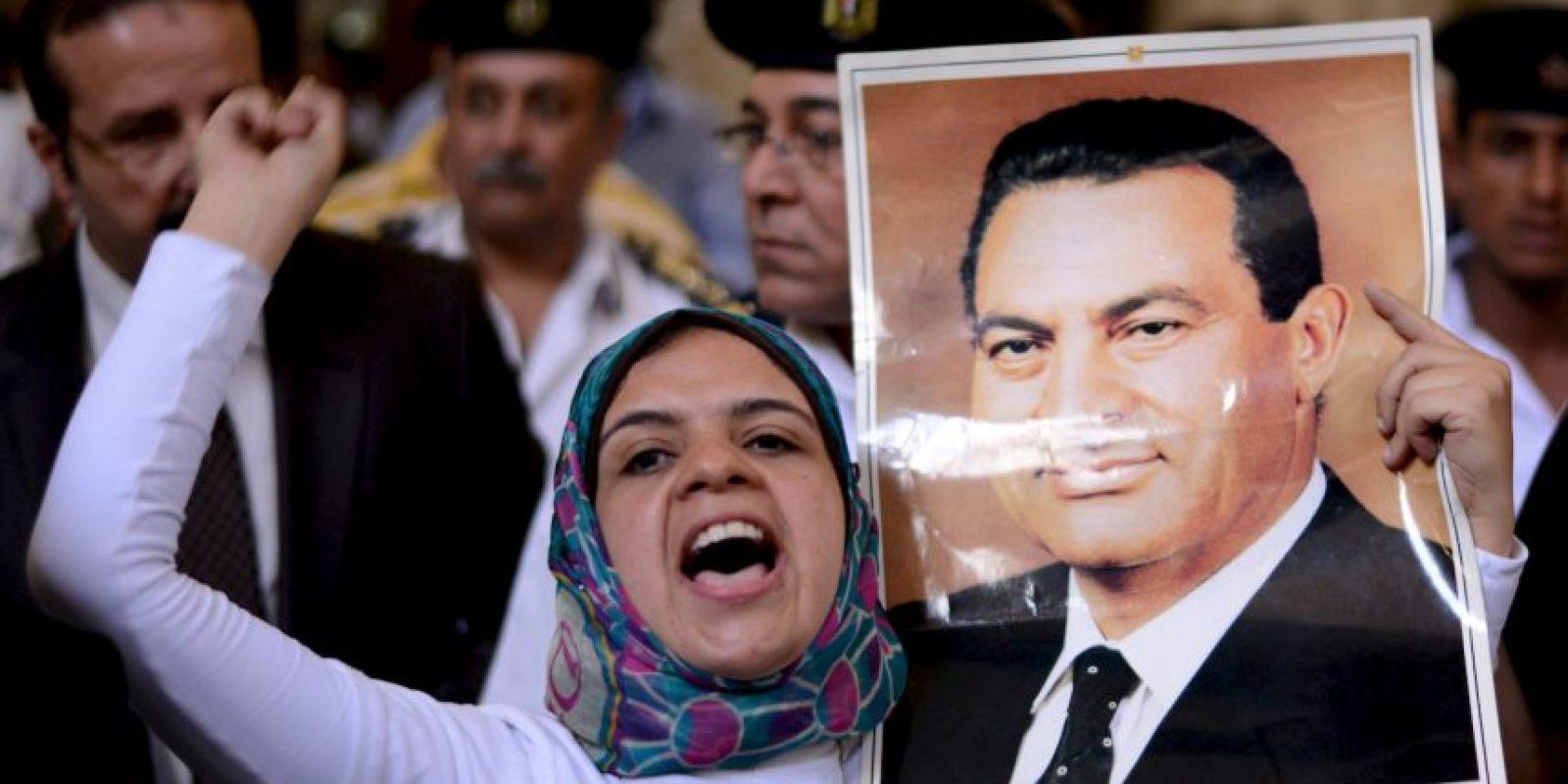 Tras gobernar el país por cerca de 30 años, Mubarak renunció a su cargo el 11 de febrero de 2011 tras una serie de protestas multitudinarias. Foto:AFP