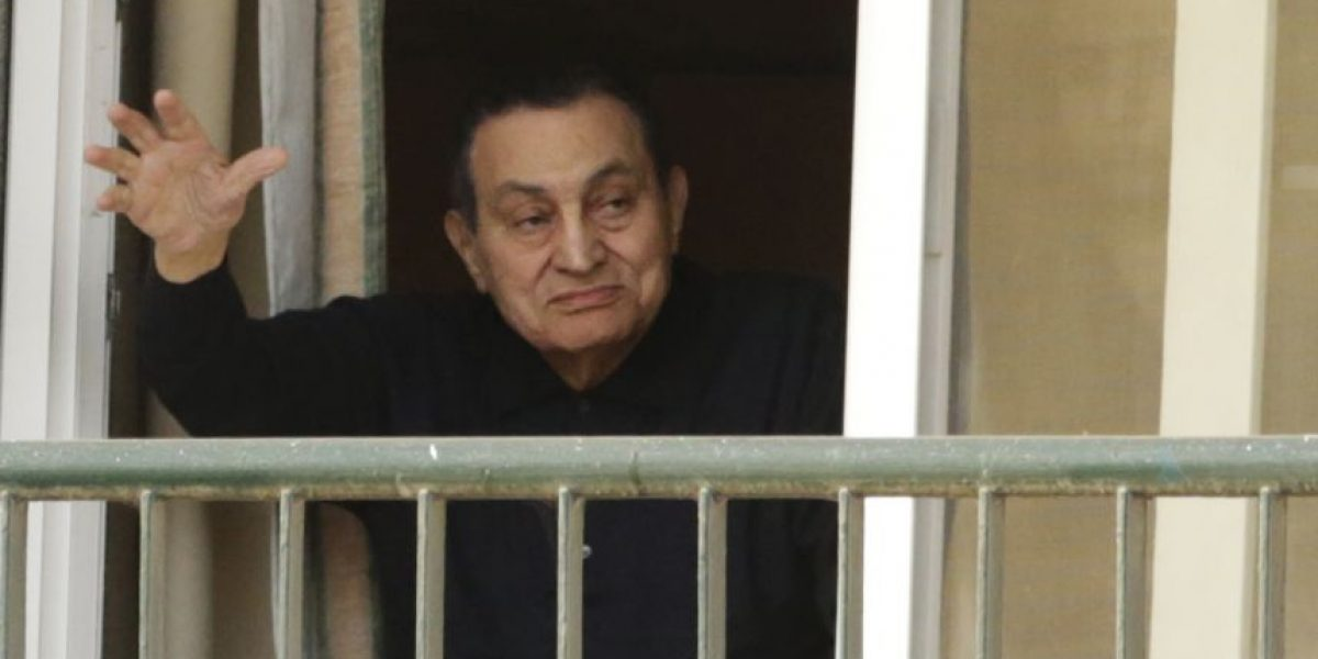 Condenan a tres años de prisión a Hosni Mubarak