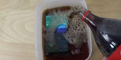 El líquido mientras es vertido en un recipiente. Foto:adrianisen