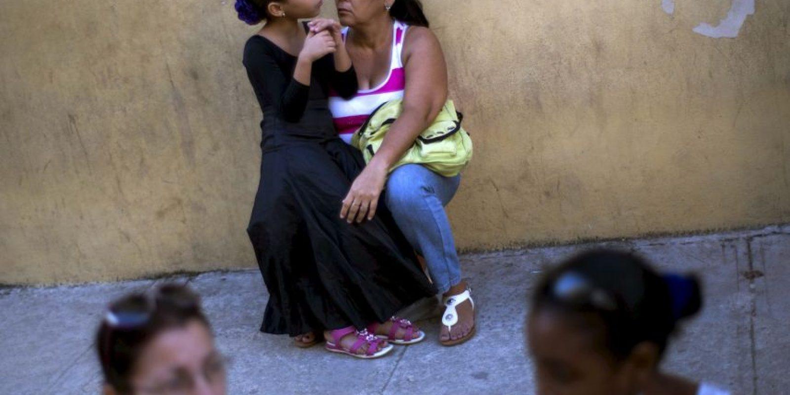 Francois Hollande fue el visitó este día el país, siendo el primer presidente francés en entrar a la isla. Las nuevas relaciones diplomáticas de Cuba han beneficiado la apertura del país. Foto:AP