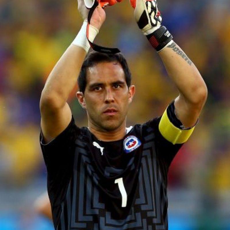 PORTEROS: Claudio Bravo – Barcelona (ESP), Paulo Garcés – Colo Colo, Johnny Herrera – Universidad de Chile. Foto:Getty Images