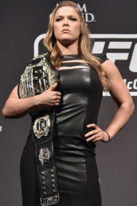 Rousey compite en la categoría de Peso Gallos de Mujeres de la UFC, de la cual es la vigente campeona. Foto:Getty Images
