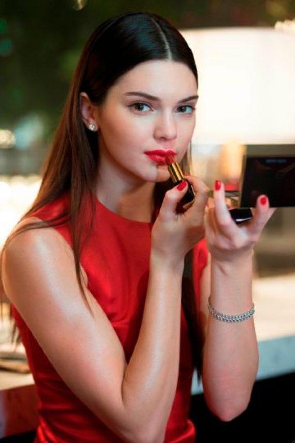 Kendall es imagen oficial de la marca Estée Lauder Foto:Cortesía Estée Lauder
