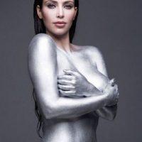 """1.- En octubre de 2010, apareció con el cuerpo cubierto solo con pintura plateada como parte de su sesión con la revista """"W Magazine"""". Foto:W Magazine"""