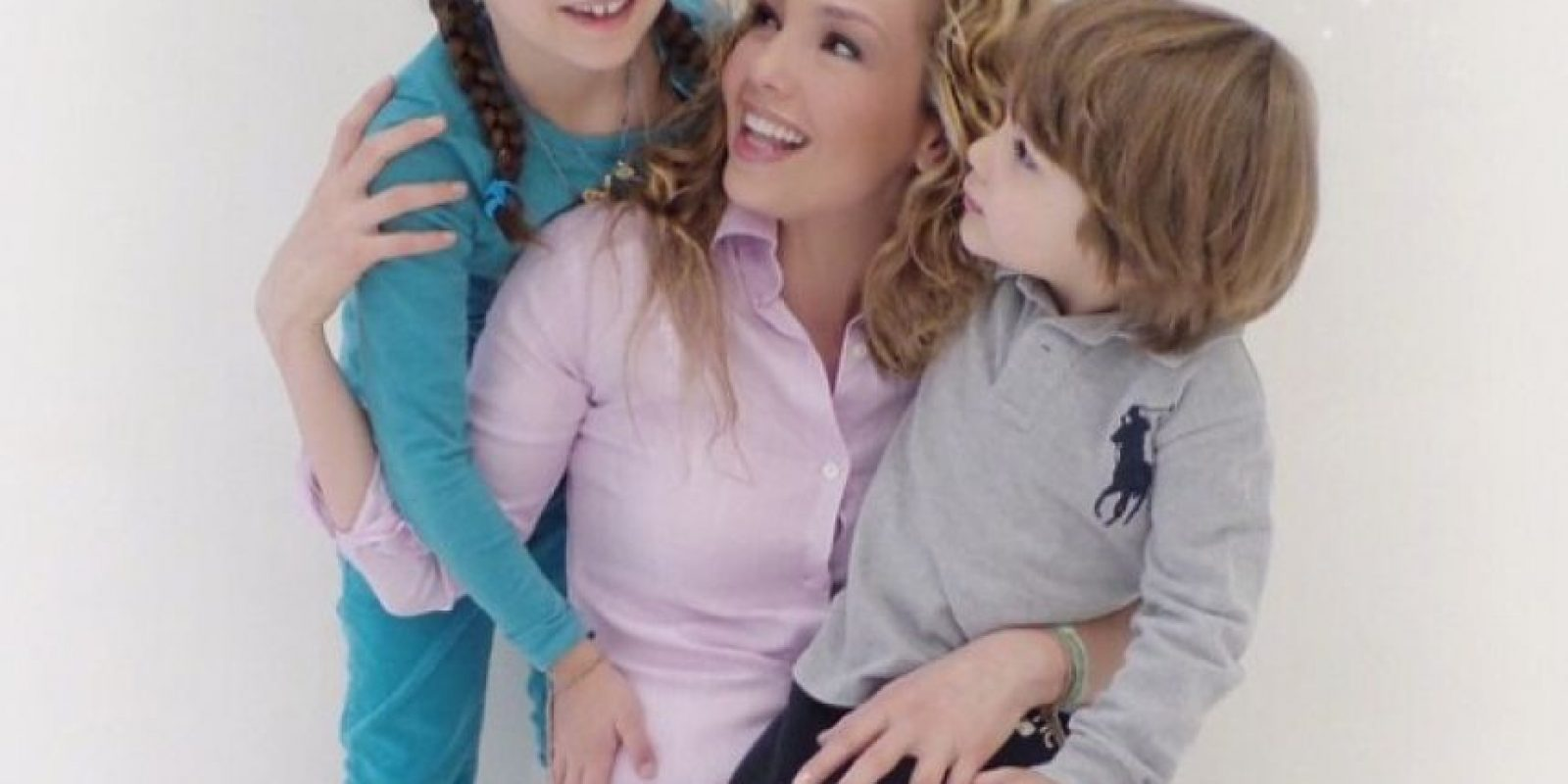 Tienen dos hijos: Matthew Alejandro y Sabrina Sakaë Mottola Foto:vía instagram.com/thalia
