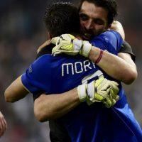 Buffon también se dio tiempo de felicitar a Morata por el gol que puso a su equipo en la final. Foto:AFP
