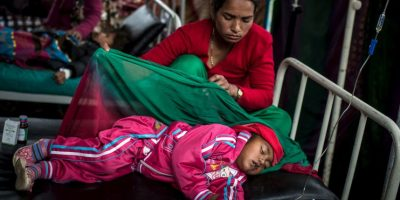 Los estragos del terremoto de abril en Nepal también han generado casos de fiebre tifoidea, en niños. Foto:Getty Images