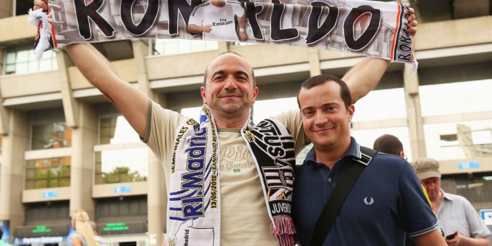 """Y por supuesto, los """"Merengues"""" también mostraron su pasión en el Bernabéu. Foto:Getty Images"""