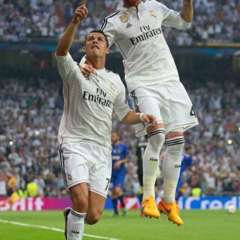 Tras una falta de Chiellini sobre James, se marcó penal a favor del cuadro español. Foto:Getty Images