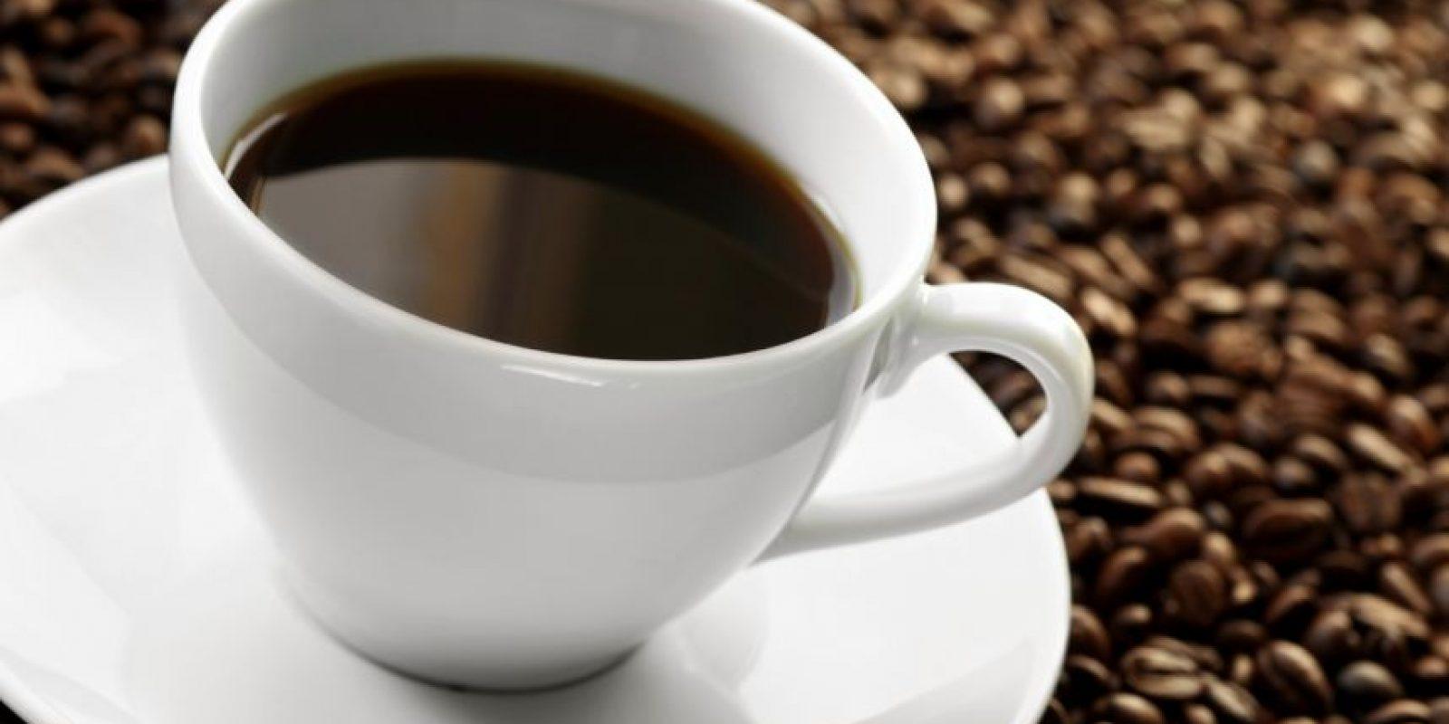 Las tazas de café en una oficina pueden estar cubiertas de un 20% de bacterias extraídas de heces fecales y el otro 80% de gérmenes. Por eso no la comparta. Foto:Shutterstock
