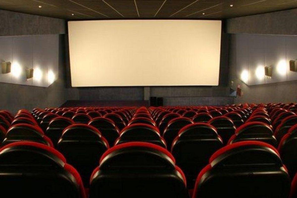 Las sillas de cine, según el microbiólogo Phillip M. Tierno quien hizo varias pruebas de asientos en varios cines, se encontraron bacterias que se dan en el ganado vacuno y en las heces humanas. Foto:Shutterstock