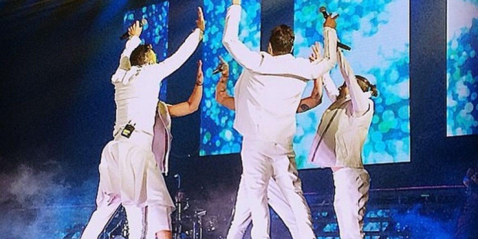 Integrante de la banda mexicana OV7, olvidó ponerse cinturón y perdió los pantalones en pleno concierto Foto:Instagram/Ariborovoy