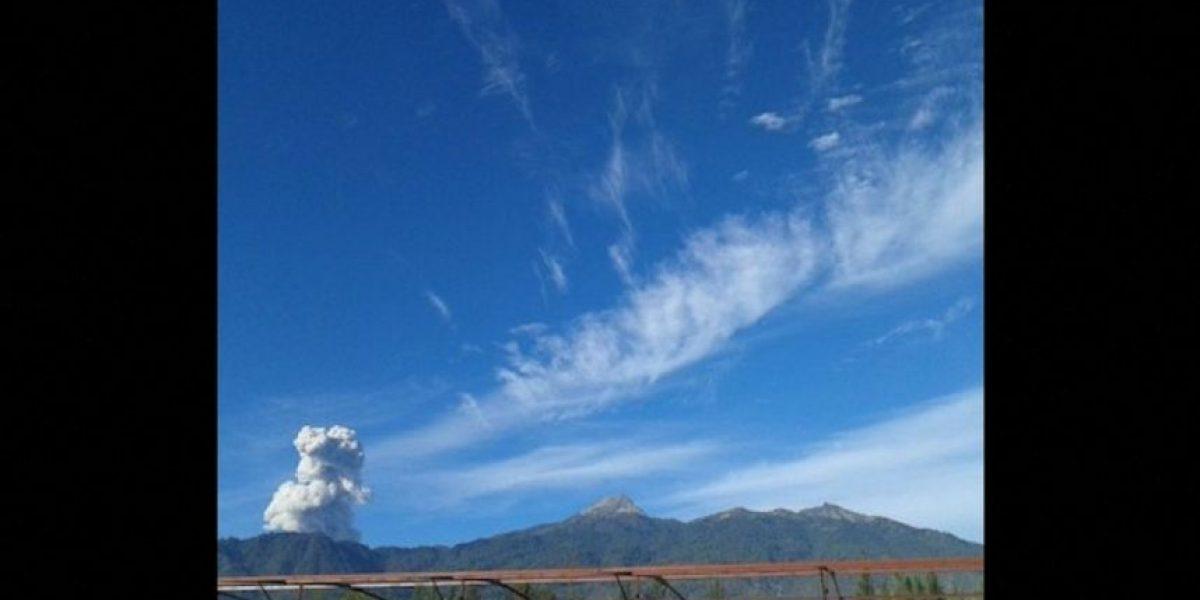VIDEO: Graban erupción de un volcán a metros del cráter