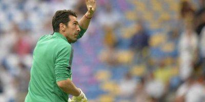 Gianluigi Buffón saludó a a la afición previo al arranque del duelo. Foto:Vía twitter.com/juventusfc
