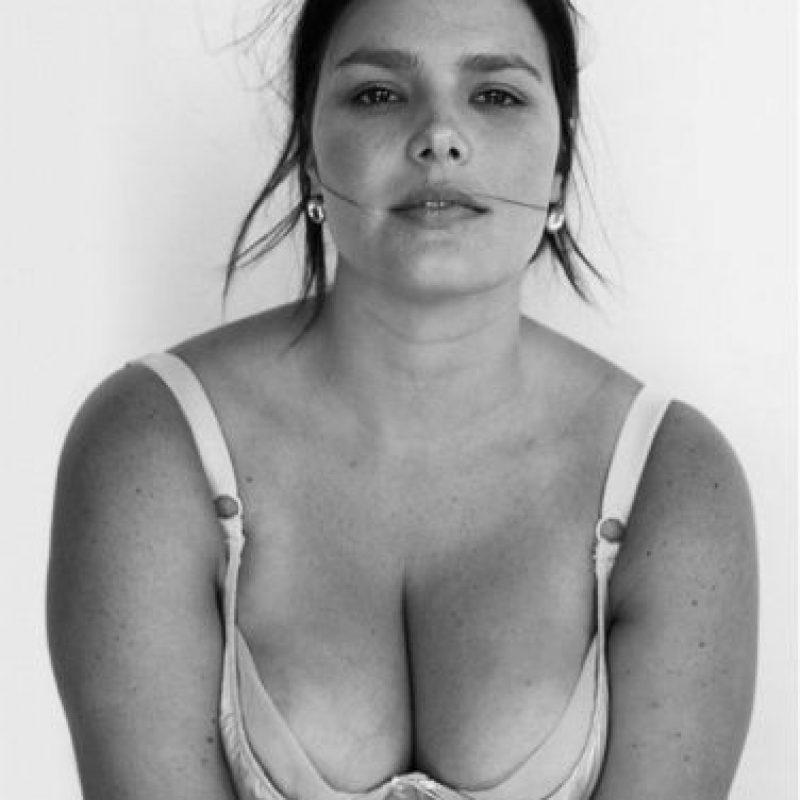 """Las mujeres """"plus size"""" en ropa interior no desafían estándares. Muestran que se puede ser bella en cualquier talla y con cualquier forma del cuerpo. Modelos y blogueras ya han dejado atrás los temores y han inspirado a otras a mostrar su cuerpo y no disimular sus singularidades. ¿Qué más poderoso que una mujer segura de sí misma en el juego de miradas? Foto:vía Lane Bryant"""