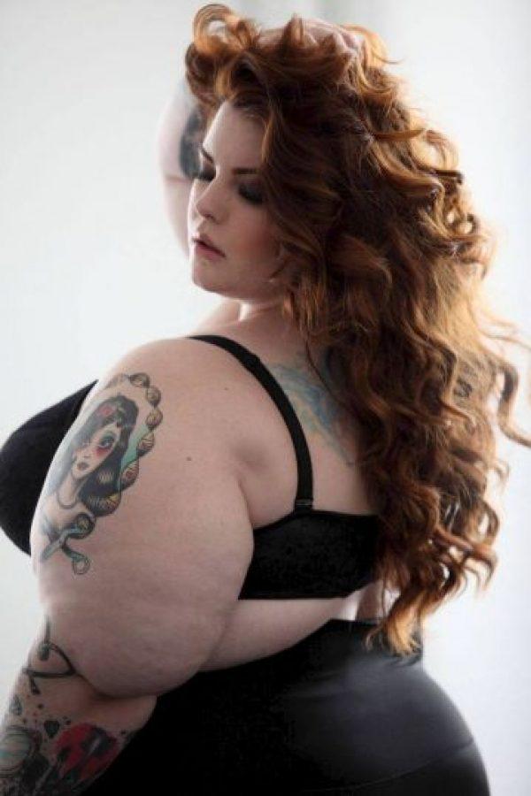 """Las mujeres """"plus size"""" en ropa interior no desafían estándares. Muestran que se puede ser bella en cualquier talla y con cualquier forma del cuerpo. Modelos y blogueras ya han dejado atrás los temores y han inspirado a otras a mostrar su cuerpo y no disimular sus singularidades. ¿Qué más poderoso que una mujer segura de sí misma en el juego de miradas? Foto:vía Tess Holliday/Facebook"""