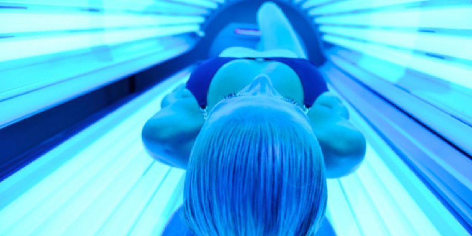 Desde hace varios años se ha advertido sobre las consecuencias que puede traer el abuso de la cámara de bronceado y del sol. Lo que puede provocar el cáncer de piel. Foto:vía Getty Images