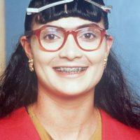 Y las gafas, las grandes gafas de las que se burlaban todos. Foto:vía RCN Televisión