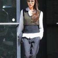 Chalecos de nerd a cargo de Victoria Beckham. Foto:vía Getty Images