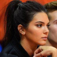 Kendall Jenner supuestamente le tiró la propina a una camarera. Y como se vio afectada, la demandó. Foto:vía Getty Images