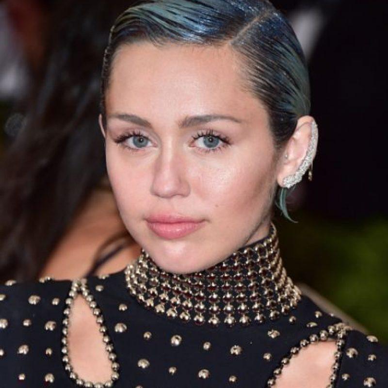 Miley y su eterna manía por desnudarse. Foto:vía Getty Images