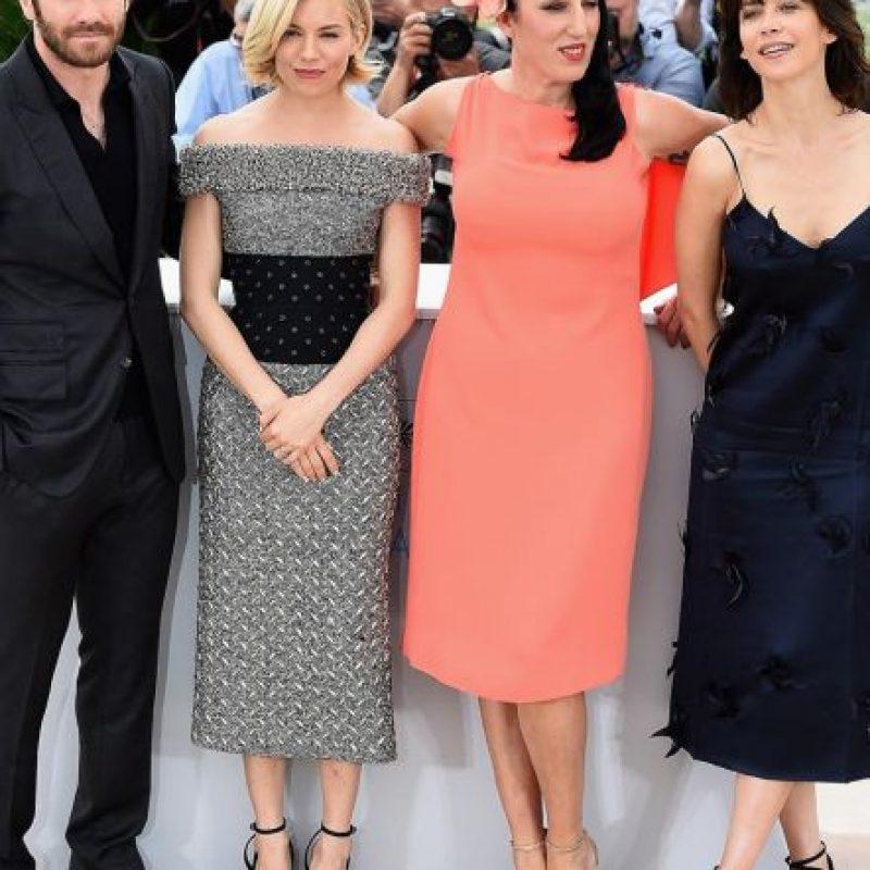 Sienna Miller y Rossy de Palma saben que la vida va más allá de un croptop (¿cierto, Kim?). Foto:vía Getty Images
