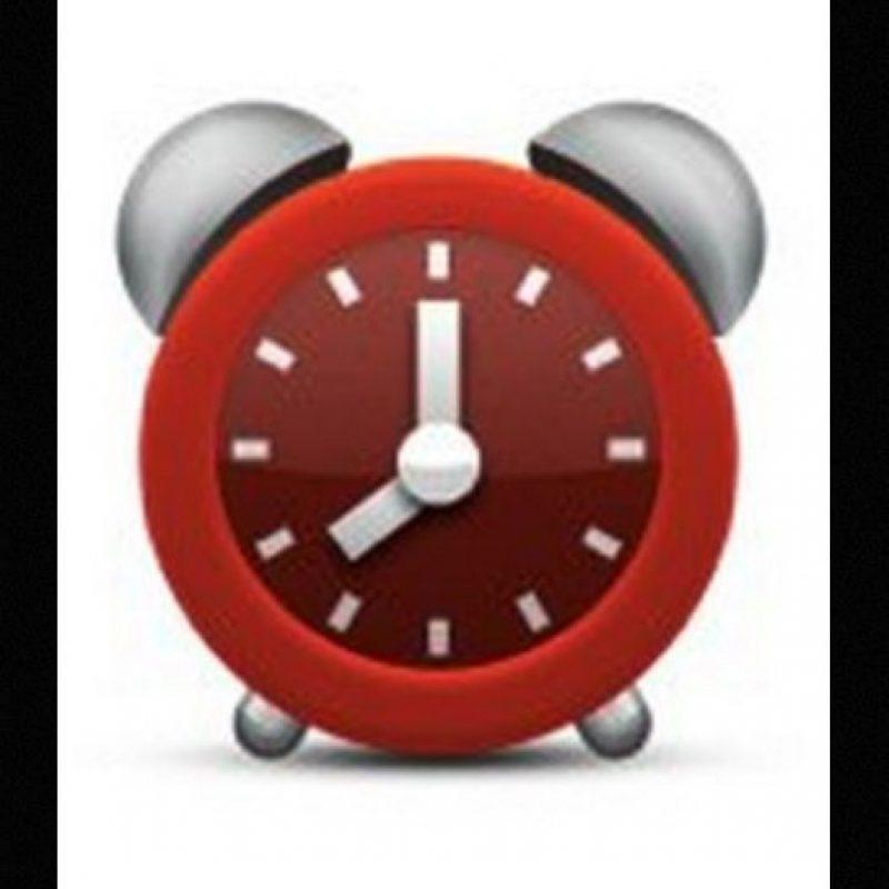 Aunque parece un reloj normal, en realidad tiene una seria falla. No es posible distinguir la hora que marca debido a que la manecilla pequeña se encuentra entre el 7 y el 8 Foto:Emojipedia