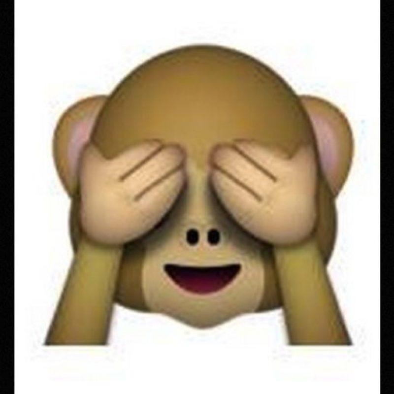 """Es uno de los tres monos sabios, parte de un proverbio budista que en este caso es: """"No voy a ver el mal"""". Utilizado para: """"No quiero ver eso"""" Foto:Emojipedia"""