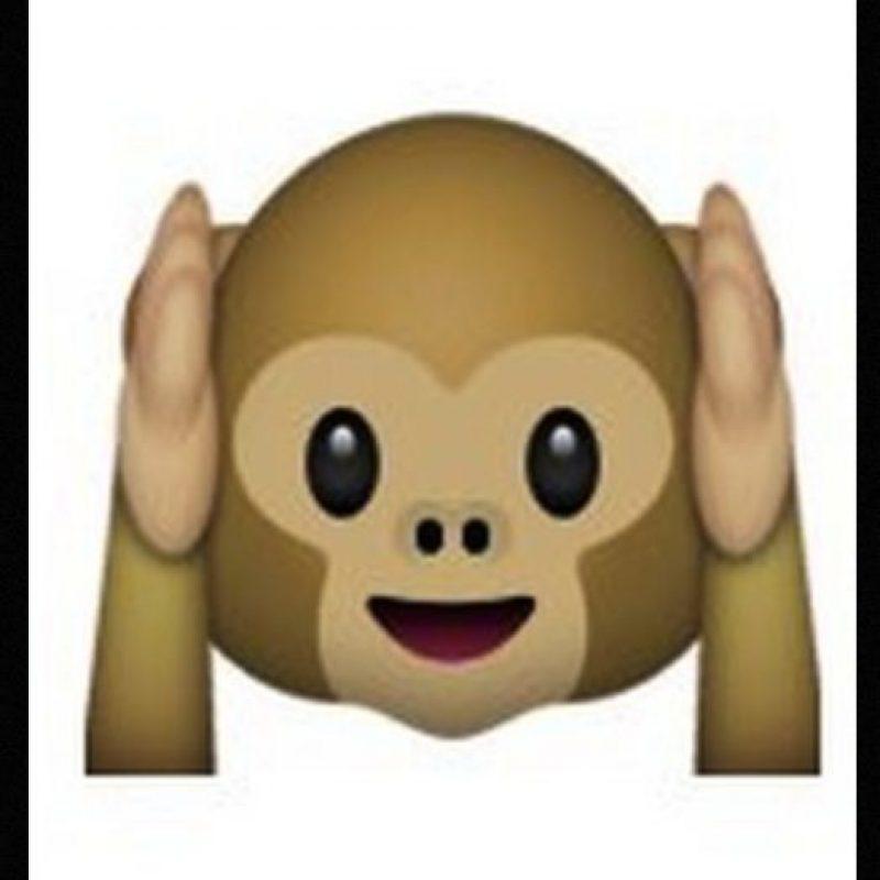 """Es uno de los tres monos sabios, parte de un proverbio budista que en este caso es: """"No voy a escuchar el mal"""". Utilizado para: """"No quiero escuchar eso"""" Foto:Emojipedia"""