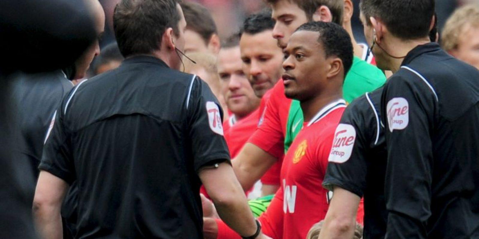 La primera vez que se vieron tras el incidente, Suárez le negó el saludo a Evra, quien sí le extendió la mano. Foto:Getty Images