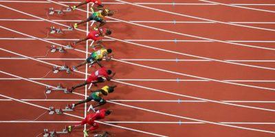 """Esto porque el capitán del equipo, Jared Connaughton, tercer revelo, pisó la línea que separa los carriles antes de pasarle el """"testigo"""" a Justyn Warner quien pasó del quinto, al tercer lugar en los últimos 100 metros. Foto:Getty Images"""