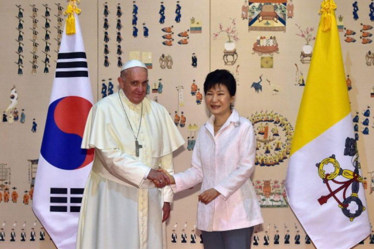 Durante su visita a Corea del Sur en agosto de 2014, Francisco rezó por la reconciiliación de las Coreas. Foto:Getty Images
