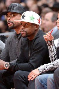 """""""Money"""" es un gran aficionado al básquetbol. El boxeador suele visitar los diferentes recintos de la NBA para disfrutar de los duelos. Foto:Getty Images"""