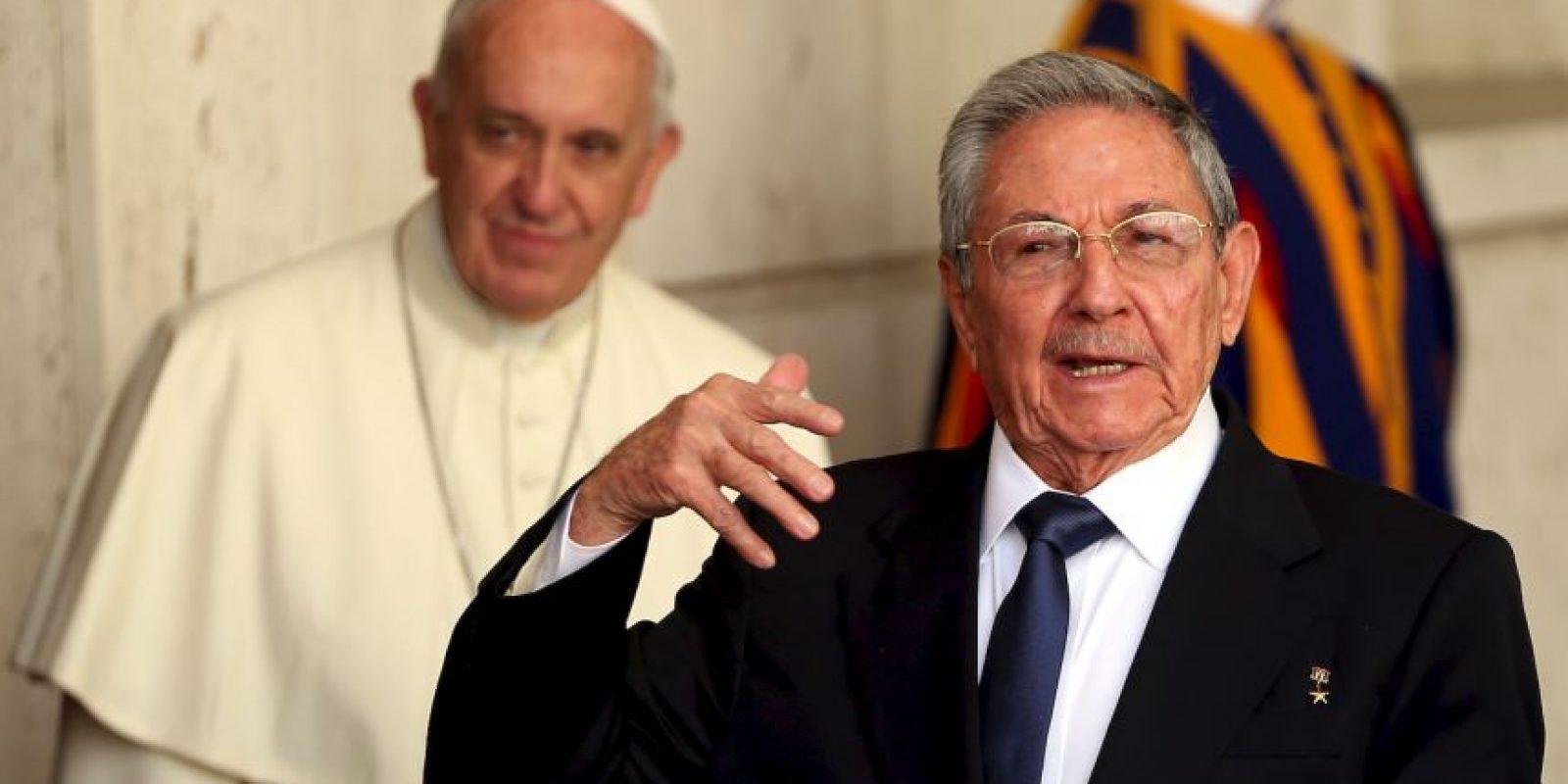 El 17 de diciembre de 2014, los presidentes Barack Obama y Raúl Castro anunciaron el descongelamiento de las relaciones entre Cuba y Estados Unidos. Ambos agradecieron al Papa Francisco por su negociación e intervención para llegar a este punto. Foto:Getty Images