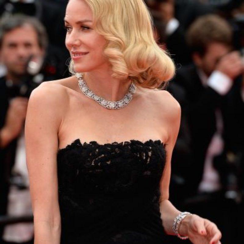 """Naomi Watts apareció en la """"red carpet"""" con un vestido color negro bastante llamativo. Foto:Getty Images"""