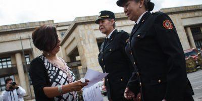 La secretaria Distrital de la Mujer, Martha Lucía Sánchez, en representación del Gobierno de la Bogotá Humana, hizo un homenaje a las mujeres que integran el Cuerpo Oficial de Bomberos de Bogotá. Foto:Juan Pablo Pino / Publimetro