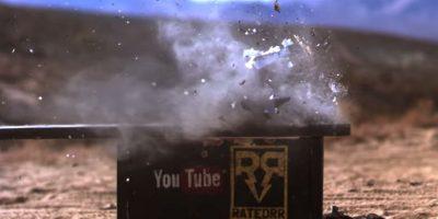 Al momento de recibir el impacto de bala se destruye en muchos pedazos. Foto:FullMag