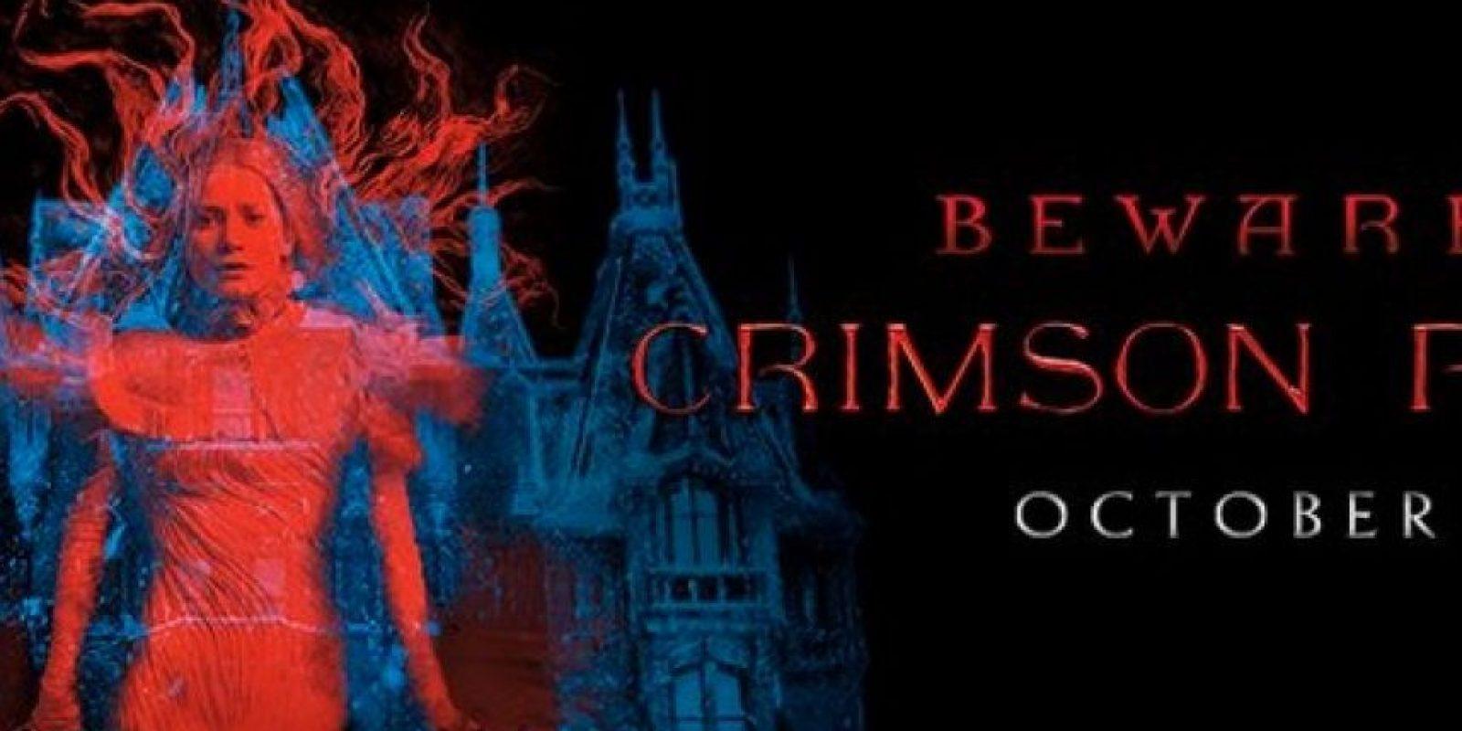 """""""La Cumbre Escarlata"""" es una cinta de terror escrita y dirigida por Guillermo del Toro. Foto:Facebook/CrimsonPeak"""