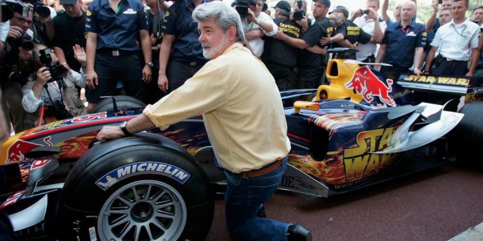 4.- A los 18 años, estaba obsesionado con las carreras de autos, pero todo cambió cuando, a semanas de su graduación, un automóvil que viajaba a exceso de velocidad se estrelló con él. Foto:Getty Images