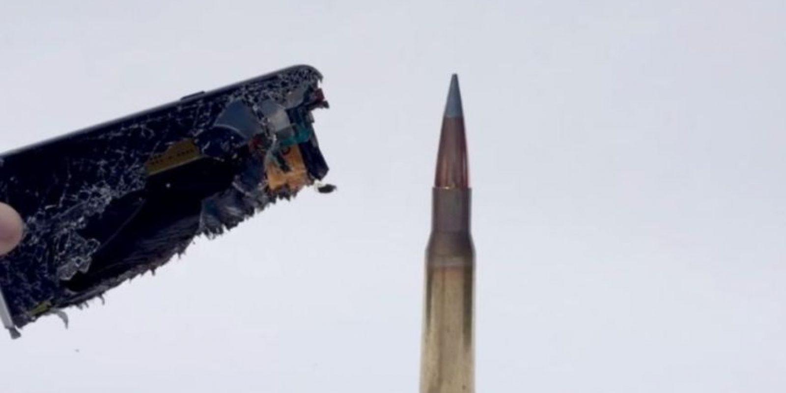 También se observa que el impacto quemó sus componentes. Foto:FullMag