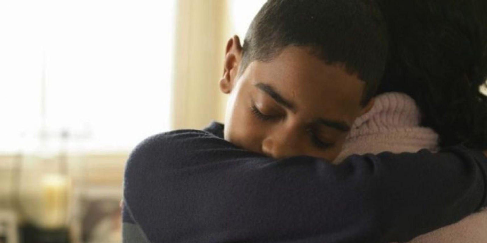 Chloe Inman, de 16 años, sufrió pérdida total de la memoria durante dos años, debido a los efectos secundarios de una punción lumbar. Un dia en casa, su hermano Caleb, de seis años, entró a su habitación y le dio un abrazo. En ese momento todos los recuerdos llegaron de nuevo a su cabeza. Foto:Tumblr.com/Tagged-abrazo