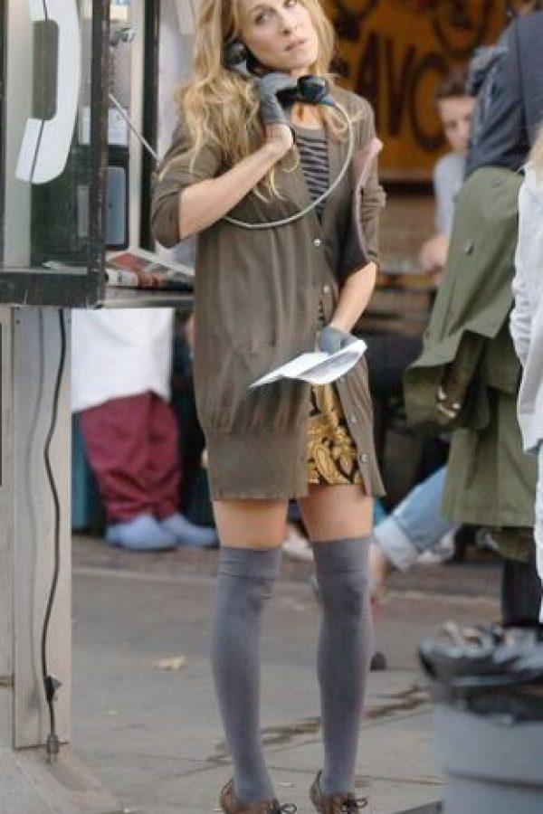 Las calcetas largas con botas, un look que no puede faltar Foto:HBO