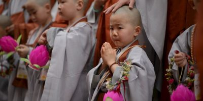 Monjes budistas en Seúl. Foto:AFP