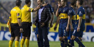 """Esto porque jugadores de los """"Millonarios"""" se quejaron de haber recibido gas pimienta proveniente de las gradas de la """"Bombonera"""". Foto:AFP"""
