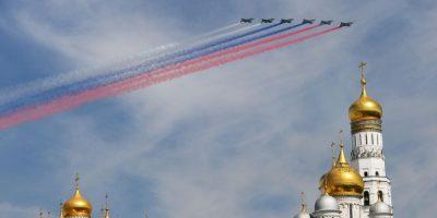 Aviones sobrevuelan la Plaza Roja en la conmemoración del Día de la Victoria en Rusia. Foto:AFP