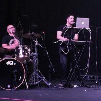 """Ahora es baterista del grupo """"DZAGA"""". Foto:vía Facebook/DZAGA"""