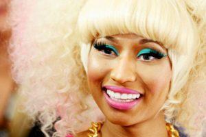Aquí, con maquillaje multicolor. Foto:vía Getty Images