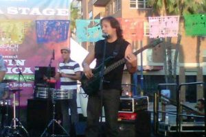 Es músico de sesión y toca en el circuito de la Florida. Tiene un hijo. Foto:vía Facebook/Kenny Bass