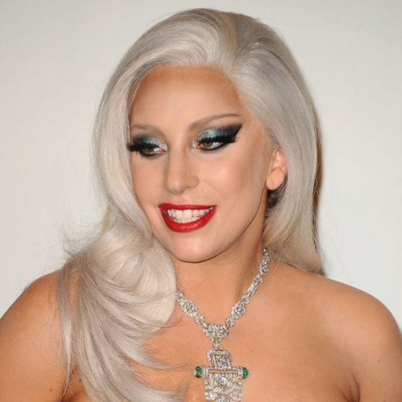 Lady Gaga con maquillaje a lo 1980. Foto: vía Getty Images