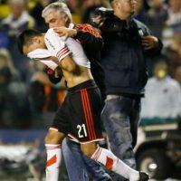 Durante ese lapso, los jugadores atacados de River Plate fueron atendidos por las diversas lesiones en la piel que sufrieron a causa del gas. Foto:Getty Images